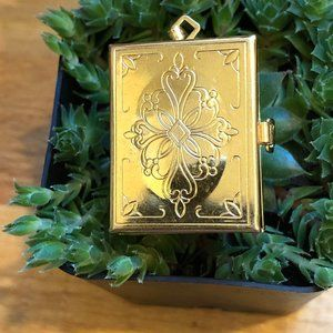 Jewelry - Vintage Gold Tone Four Picture Locket, Hinged Lock